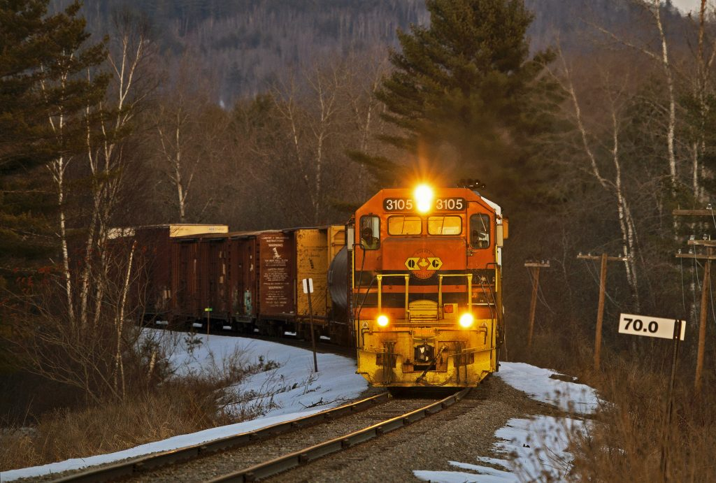 G&W Q&G Orange GP40, coming at you with lights on, twilight, #3105